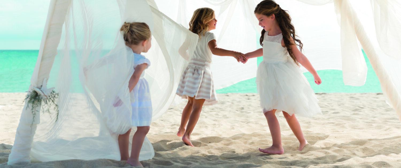 3 girls are dancing